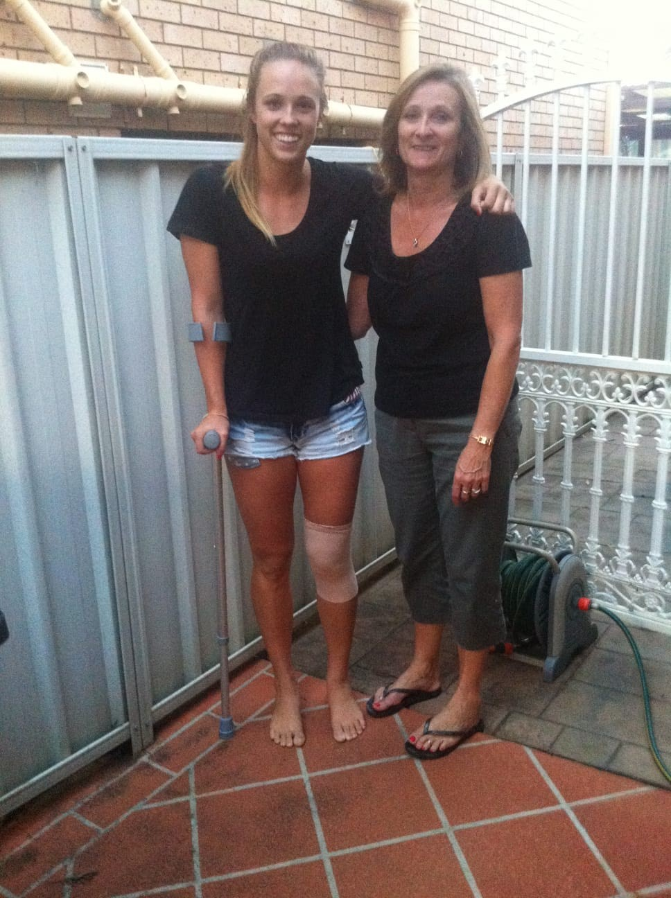 Paige Hadley with her mum after her knee injury.